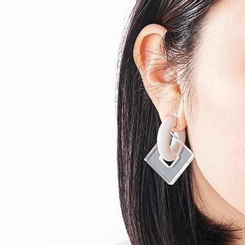 acrylic GUM EARRING 917  アクリリック ガム イヤリング 2145 ゴム いやりんぐ アクセサリ クリア ホワイト 四角 ◇◇ フローセントホワイト
